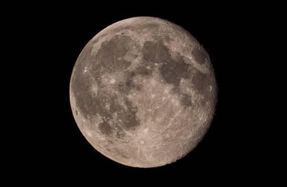 Come Scattare La Foto Perfetta Alla Super Luna La Guida