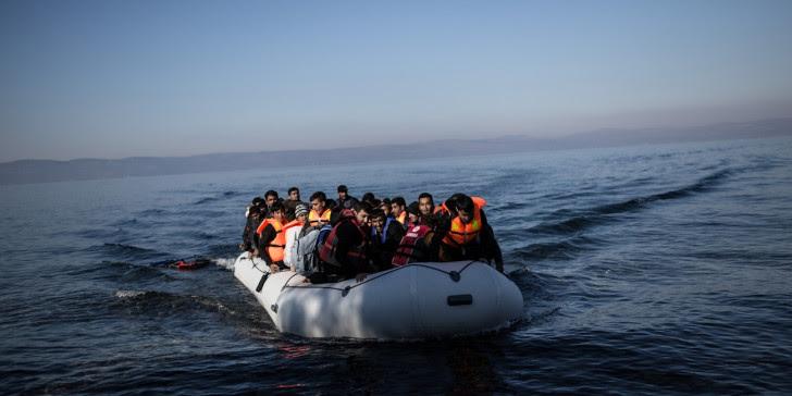 Περίπου 1.000 μετανάστες και πρόσφυγες έφτασαν σε ελληνικά νησιά το τελευταίο 24ωρο