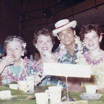 HawaiiLuau.jpg (199560 bytes)