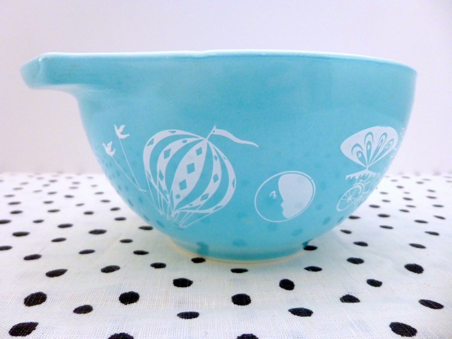 Vintage Pyrex 1950s Turquoise Hot Air Balloons 1.5 Pint Dip Bowl - ForestHillsVintage
