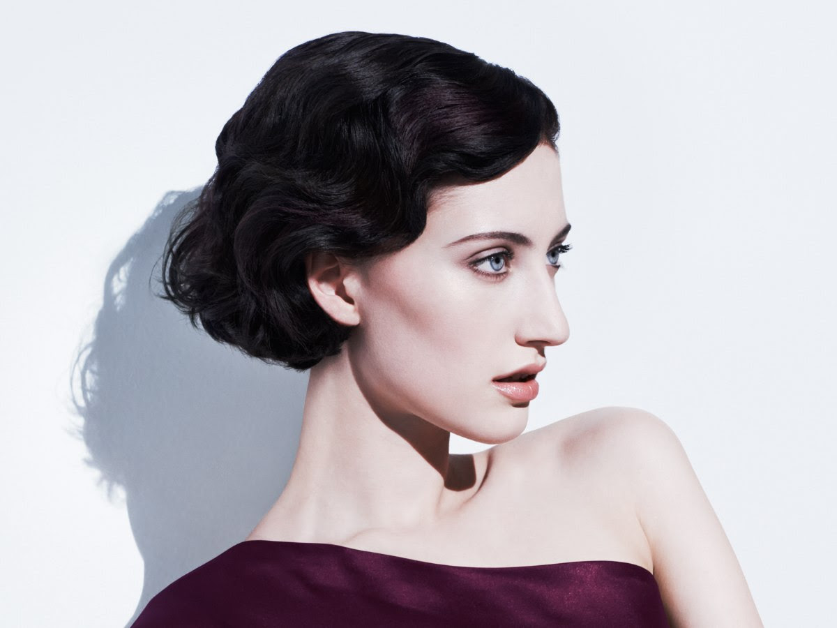 Short hairstyle with 1930s finger waves
