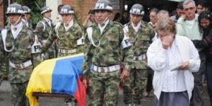 Funeral de los soldados asesinados en Arauca mientras Santos y su hijo jugaban con el ejército