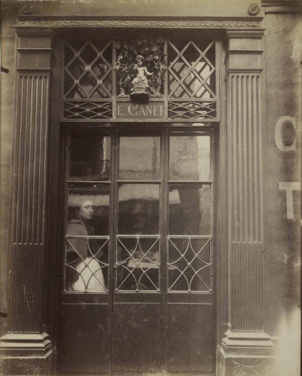 Atget Paris Petit Bacchus 61 rue St Louis1 603x750 Le Paris de 1900 par Atget  photographie histoire art