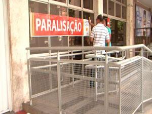 Sindicalistas bancários alertam para a paralisação em Salvador (Foto: Imagem/TV Bahia)