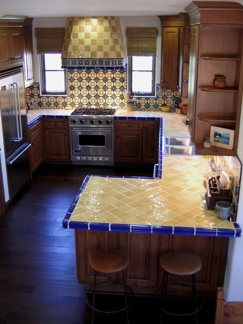 Small Mediterranean Kitchen Design Ideas, Renovations & Photos