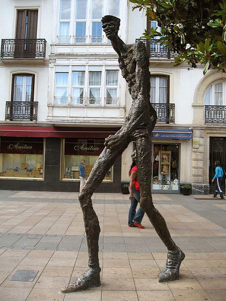 Fichier:El Caminante - Vitoria 1.jpg