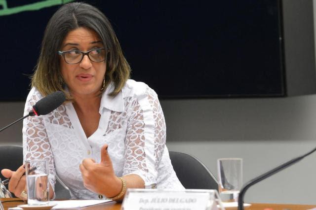 Em diálogos, contadora de doleiro avalia potencial bombástico de denúncias Wilson Dias/Agência Brasil