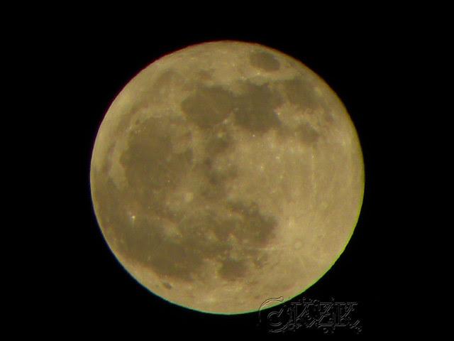 DSCN2732 10 DEC 11 full moon