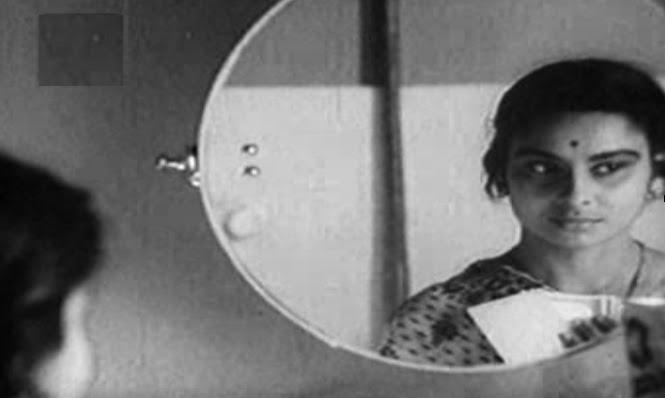 Picture 3: New face of Bengali woman: Madhabi Mukherjee as Arati in Mahanagar. [Courtesy: RDB Video]
