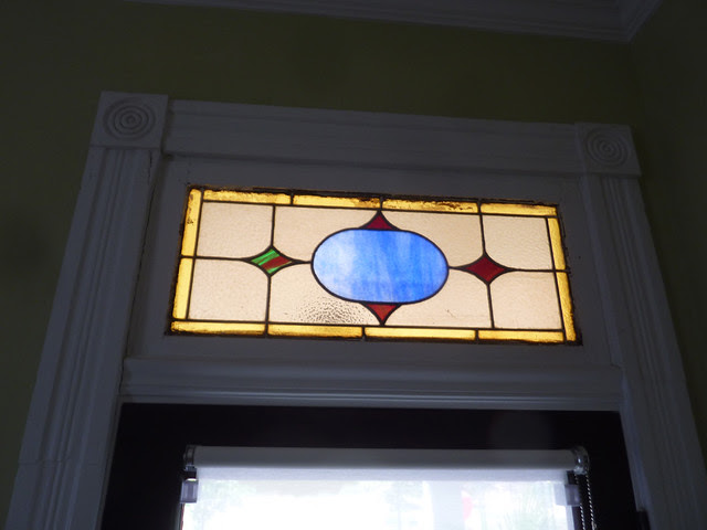 P1180874-2013-03-21-Burnaway-Tour-of-Artist-Homes-Grant-Park--Stained-Glass-Window-Transom