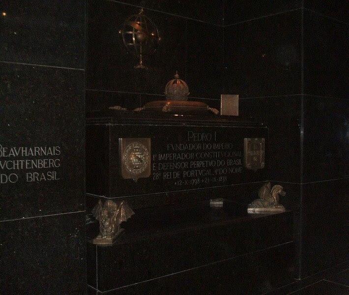 Archivo:Túmulo de Pedro I do Brasil, Capela Imperial.JPG