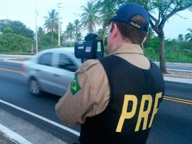 PRF usou radares nos acessos às cidades de Macau, Mossoró e Caicó, no RN (Foto: Divulgação/PRF)