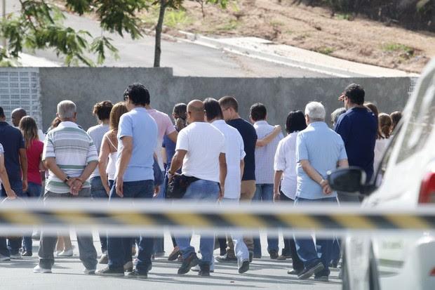 Roberto Carlos vai a enterro de sobrinha (Foto: Daniel Pinheiro / AgNews)