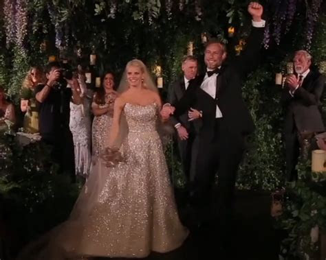 Video: Jessica Simpson wedding dress, dancing, decor