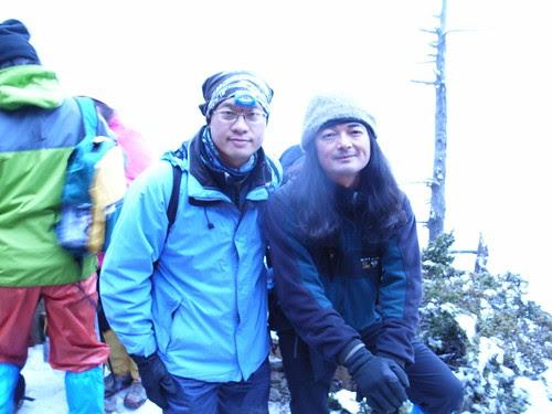 右邊是山貓(台灣著名的生態紀錄工作者、生態攝影家:廖東坤)