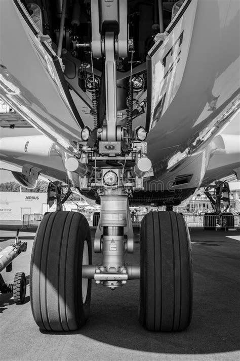 Front Landing Gear And Turbofan Rolls-Royce Trend 900 Of