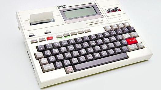 OSBORNE 1. TENIA 64 KB DE MEMORIA. UNA ACTUAL, MAS DE 2.000.000 KB (2GB).