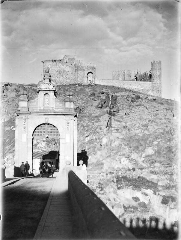 Puente de Alcántara en los años 20. Fotografía de Otto Wünderlich. © Fototeca del Patrimonio Histórico