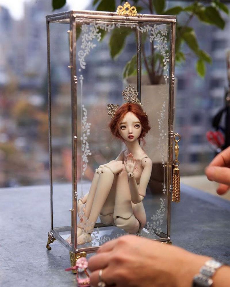 Elegantes bonecas lacrimejantes transmitem a complexidade das emoções humanas 15