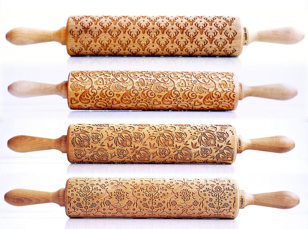 Veja este criativo rolo de madeira que imprime padrões decorativos 01