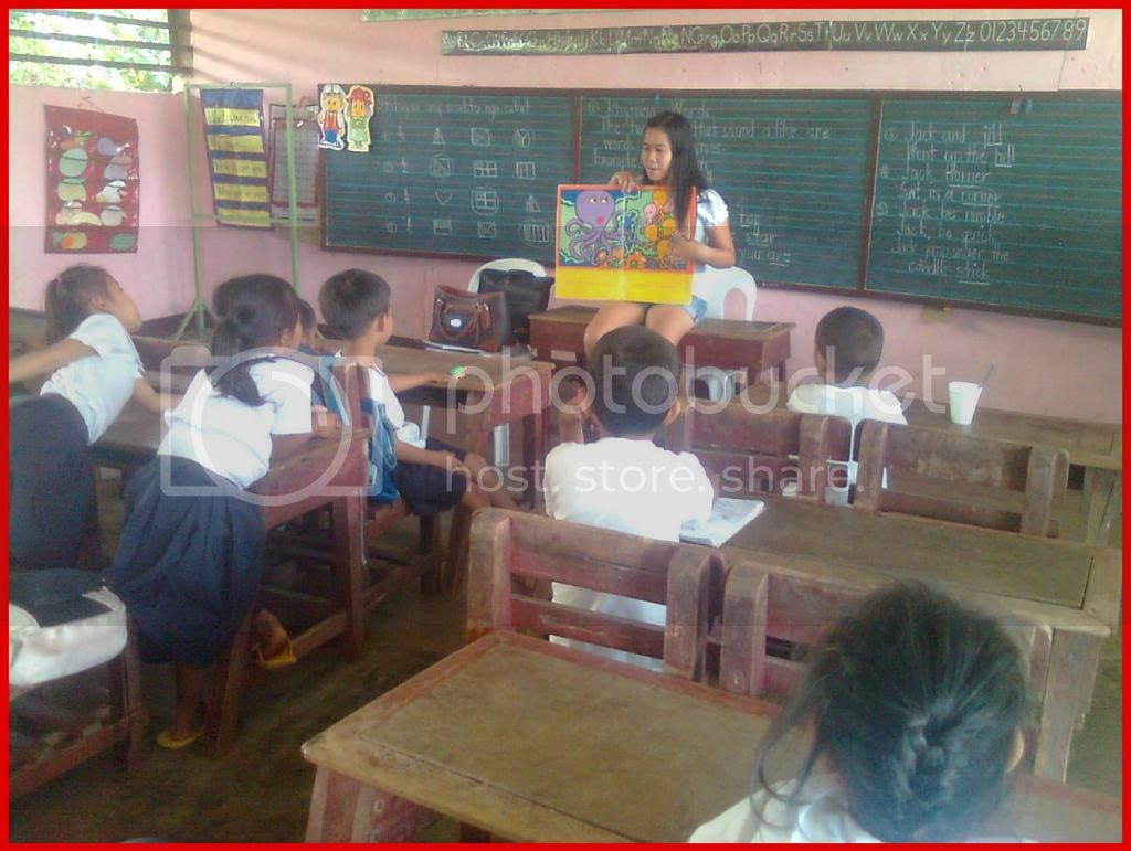 s. Berlee C. Fabila reading to Grade One - Lily pupils