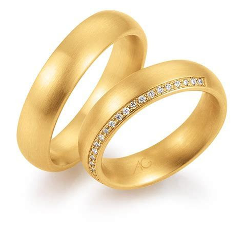 Gerstner ladies gold court wedding band with diamonds in