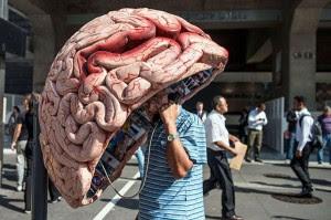 Cabină telefonică în formă de creier