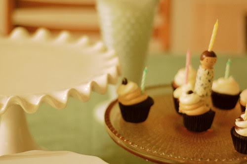 cake stands + mini cupcakes