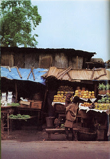 Guide to Lagos 1975 032 Side road market scene in Lagos