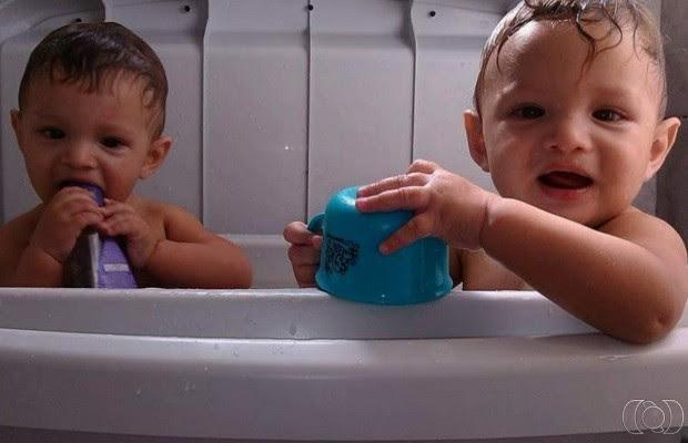 Pai de bebês gêmeos espancados até a morte pede punição: 'É um monstro' em Goiás (Foto: Reprodução/TV Anhanguera)