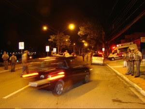 Fiscalização da Lei Seca na noite de quinta-feira (7) na avenida Anchieta, no Jardim Esplanada, em São José dos Campos (Foto: Renato Ferezim/G1)