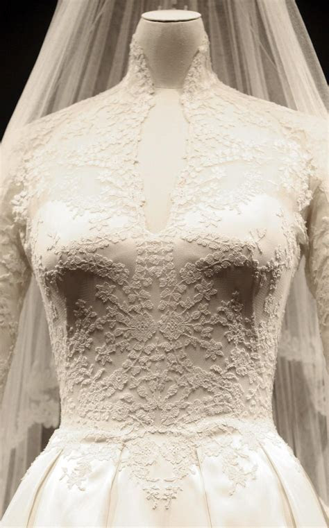 Kate Middleton: Wedding Dress Ready for Second Showing at
