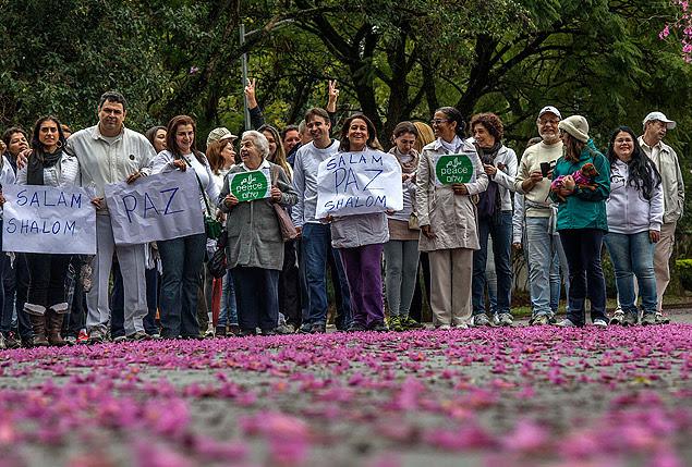 Manifestação pela paz entre Israel e Palestina no parque do Ibirapuera