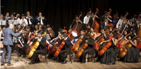 O A Orquestra Criança Cidadã e a solista japonesa Yoko Kubo fizeram concerto na Basilica dei Santi Silvestro e Martino ai Monti / Leandro Lima/Divulgação