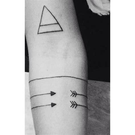 Best 25  Geometric arrow tattoo ideas on Pinterest