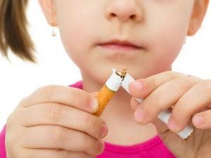 Sigarette, è ufficiale: vietati pacchetti da 10, no fumo in auto con bimbi e donne incinte