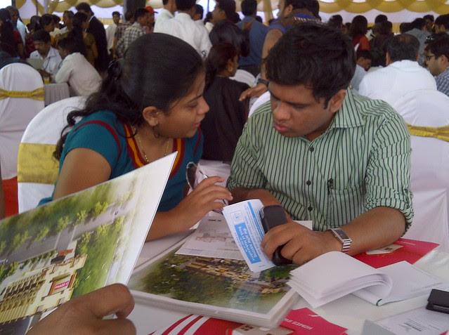 Home buyer couple helping themselves - Visit Windsor County, 1 BHK 2 BHK & 3 BHK Flats near Reelicon Garden Grove, Datta Nagar, Ambegaon Budruk, Pune 411046