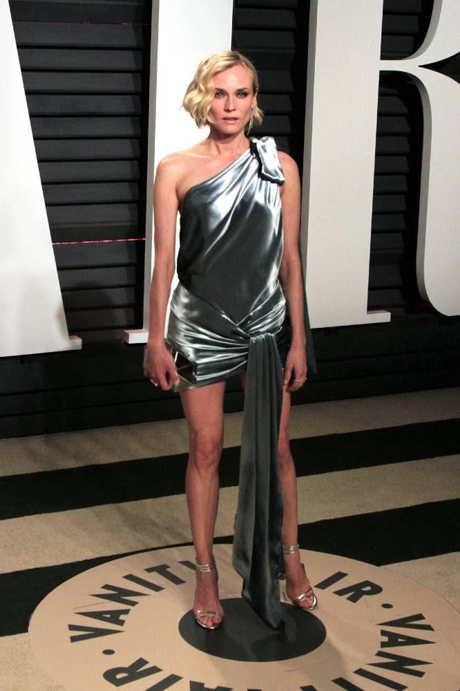 Original y muy corto, así fue el modelo de Diane Kruger para la fiesta 'Vanity Fair' que dejo a todos con la boca abierta.