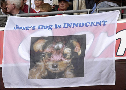 A banner supporting Jose Mourinho