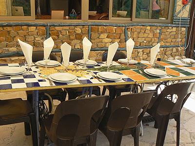 terrasse de chai moi, table.jpg