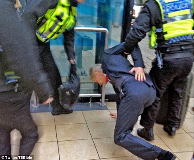 Arsene Wenger falls