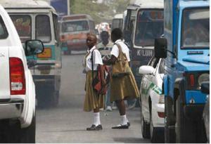 africa-girls-in-traffic
