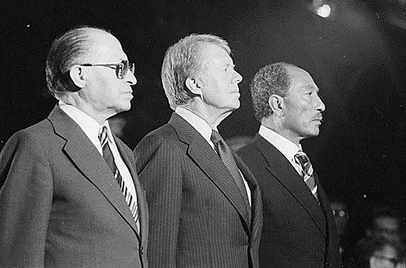 Ficheiro:Begin, Carter and Sadat at Camp David 1978.jpg