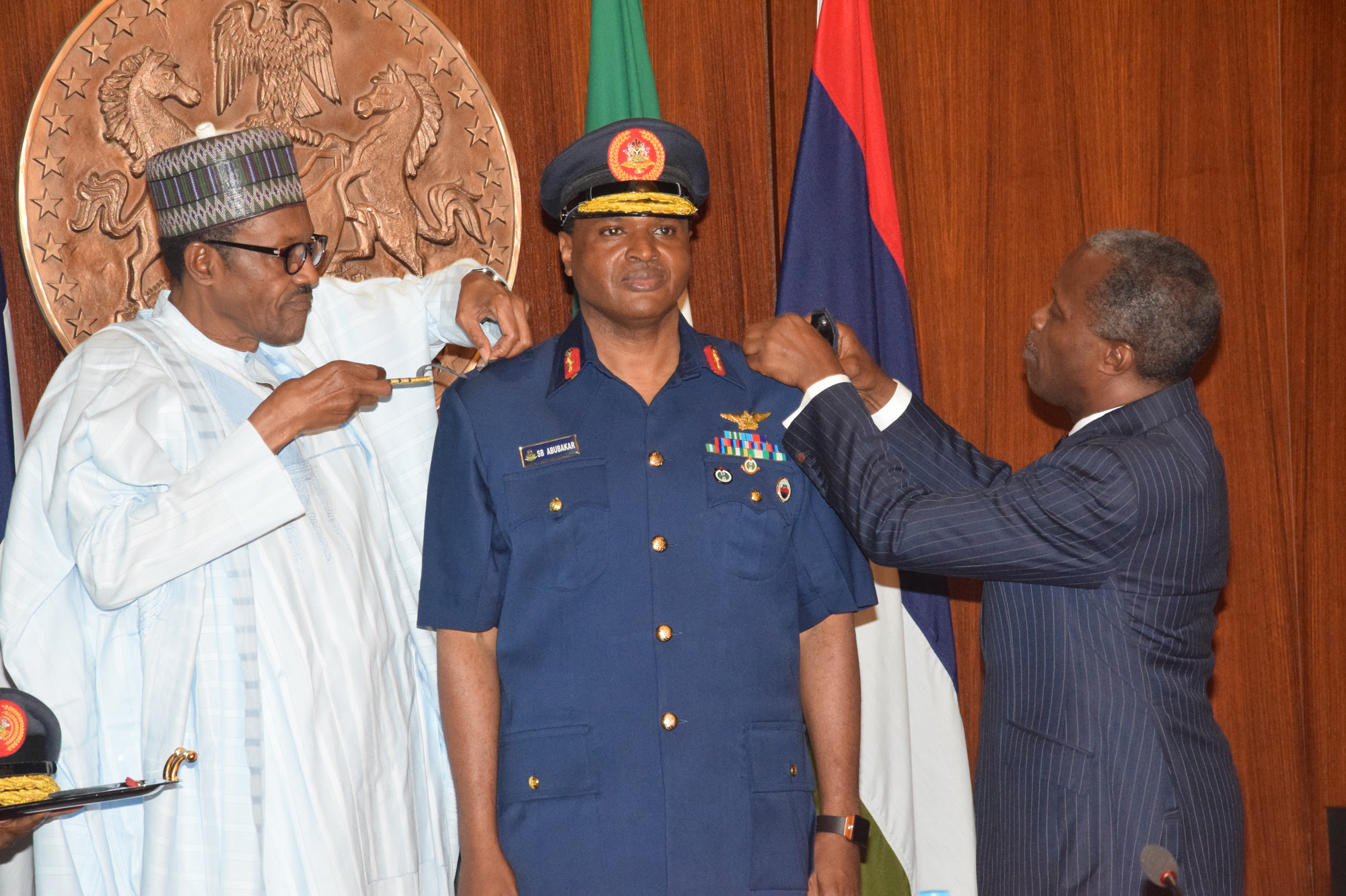 Photo: Decoration of new service chiefs