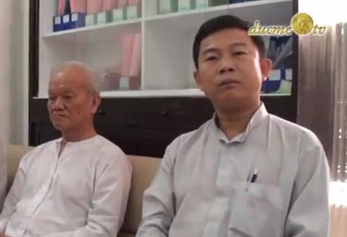 Cha Giuse Đinh Hữu Thoại (bìa phải)