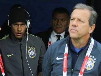 Neymar acompanhou a partida do vestiário