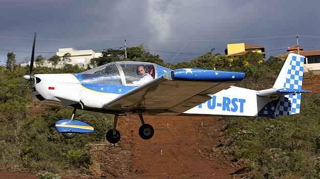 Avião 'caseiro' do mineiro Ronaldo tem autonomia de sete horas e voa em altitude de até cinco mil metros (Juarez Rodrigues/EM/D.A PRESS)