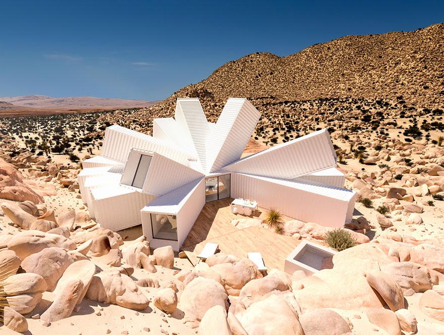 Perierga.gr   Εντυπωσιακή κατοικία στην έρημο φτιαγμένη από... κοντέινερ!