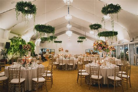 Garden Wedding in Singapore: Stay Cool in Glass Pavilions