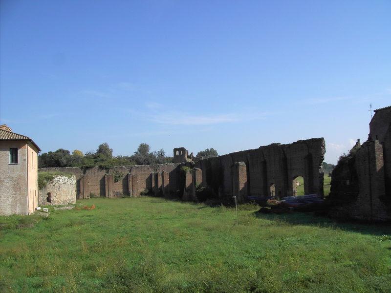 File:Appia-Massenzio-Romolo-001.JPG